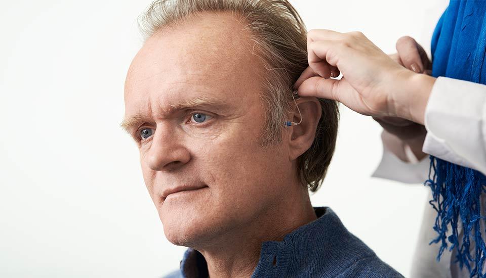 Brauche ich Hörgeräte?