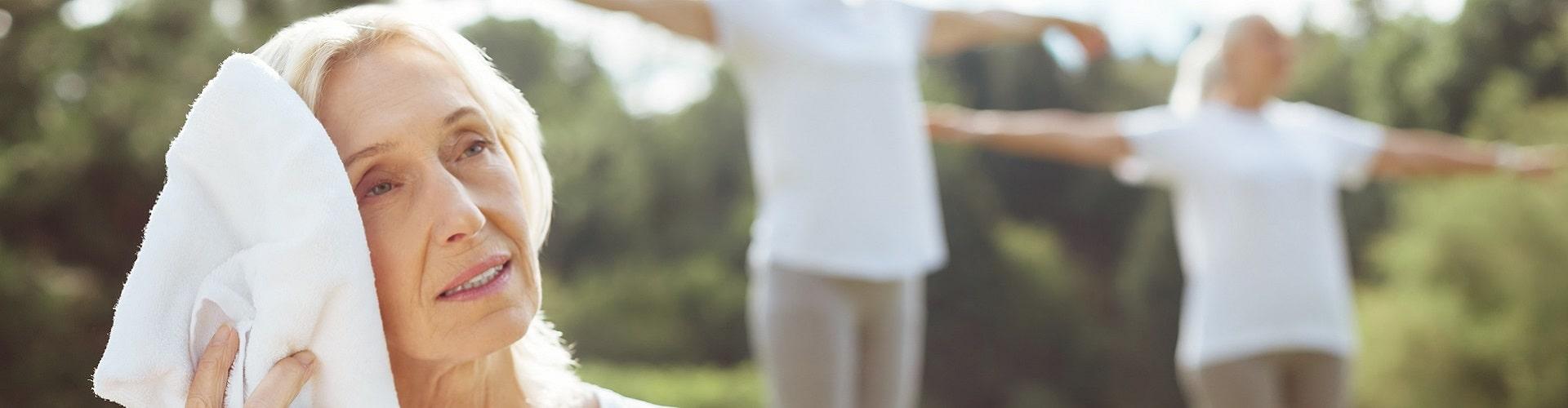 auriculothérapie-femme-serviette-oreille