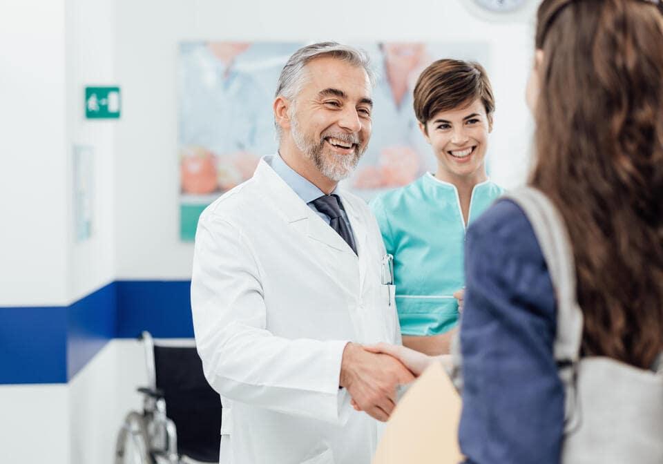 Des audioprothésistes accueillent des patients