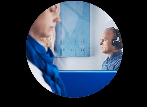 Hörseltest görs av en legitimerad audionom på en hörselklinik. Hörseltest kostar 0-200 kr  och ingen remiss krävs. Hur går hörseltestet till? Hörseltestet görs av en legitimerad audionom i en ljudisolerad miljö. Under hörseltestet får du göra olika hörselmätningar.