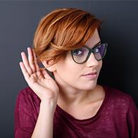 Hörseltest är lägligt om du upplever att personer mumlar - testa hörseln hos Audika.