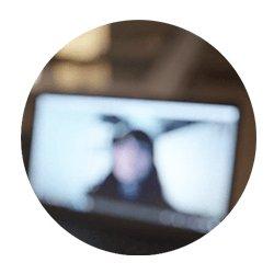 Använd hörapparat till videosamtal - instruktionsfilm för videosamtal hos Audika.