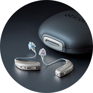 Uppladdningsbar hörapparat - Oticon More - mest intelligenta hörapparaten hos Audika.