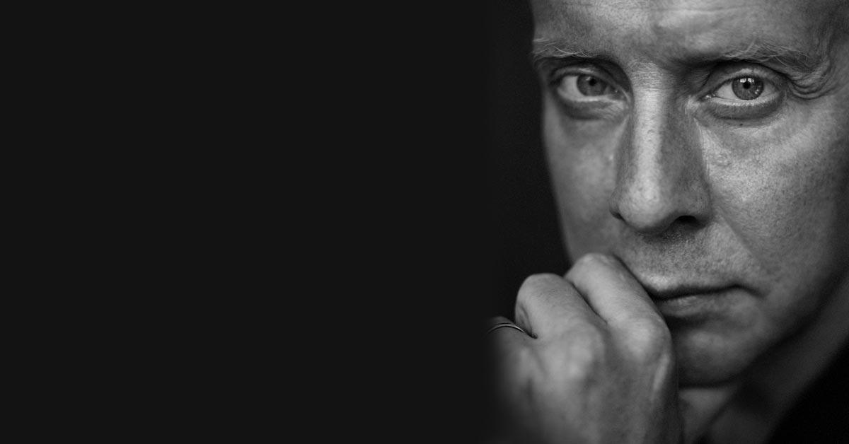 Ragnar Grippe berättar om hörapparaten Oticon Opn i ett reportage hos Audika hörselklinik. Med hörapparaten Oticon Opn menar Ragnar Grippe att han kan höra som en 20-åring igen. Foto: Mattias Edwall