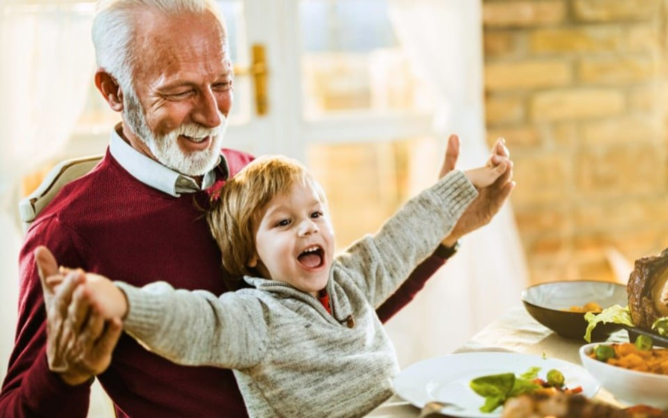 bf_peo_grandfather_son_at_table_02_rgb_960x600