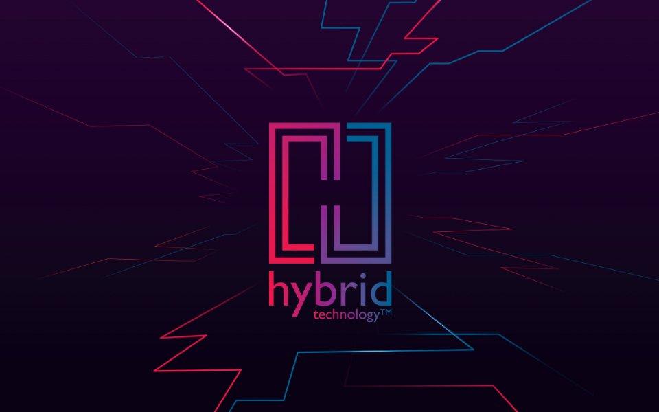 Bernafonin Hybridjärjestelmän logo- punainen vasemmalla, sininen oikealla, violetti keskellä ja punaiset ja siniset viivat sen ympärillä.