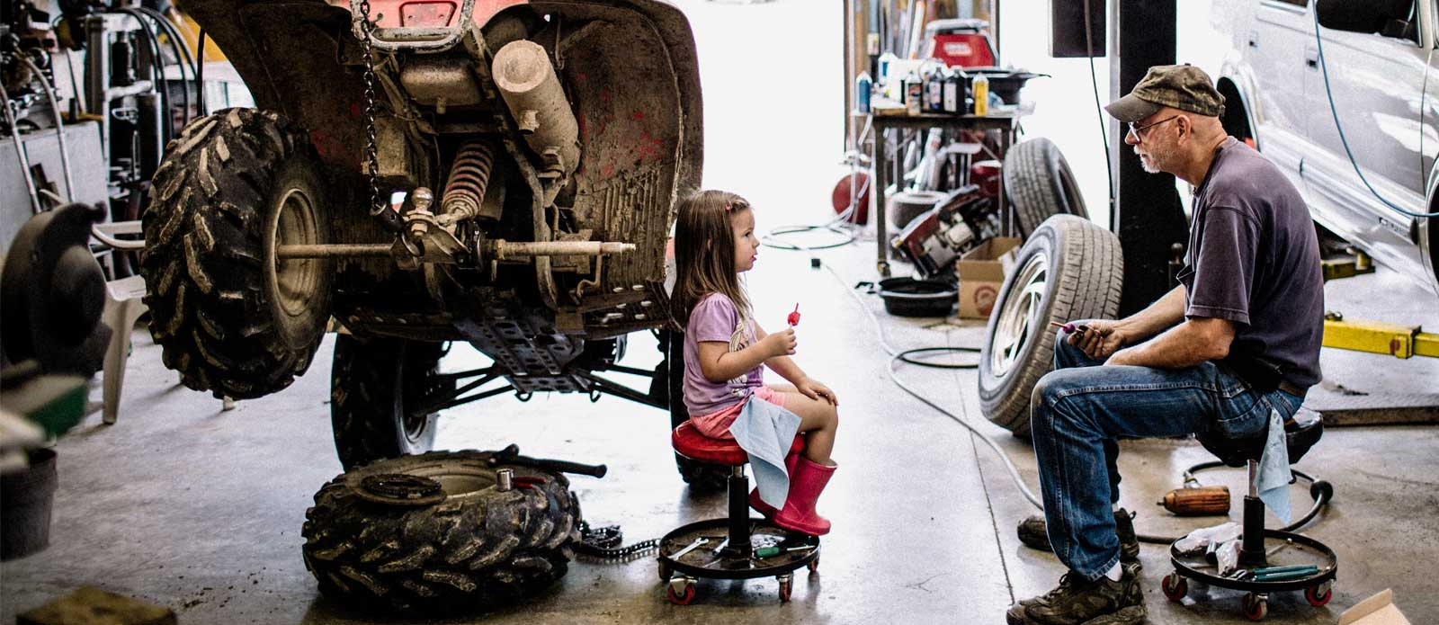 granddad-talking-girl-autorepair-shop