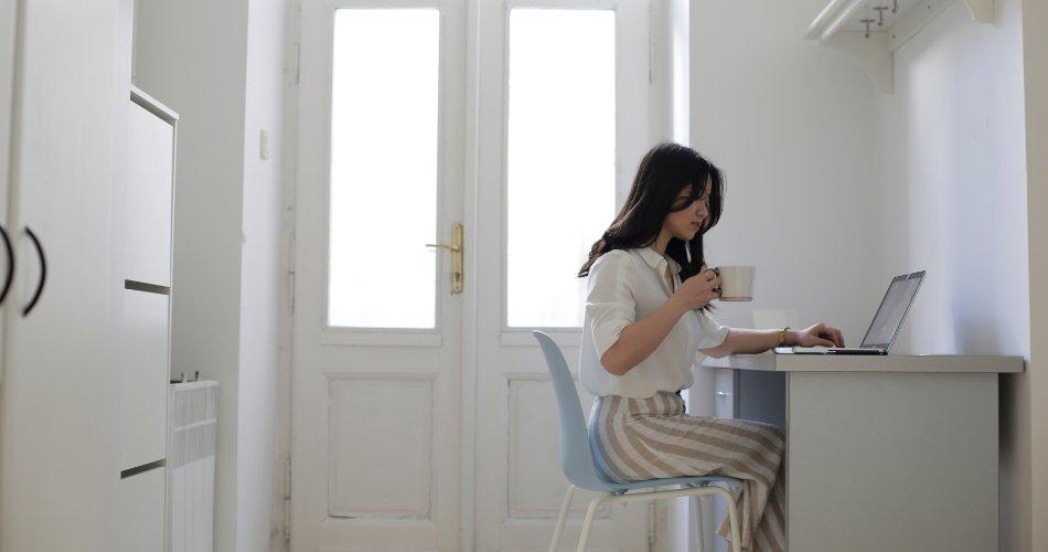 przyjemne_i_efektywne_home_office_w_tekscie_2