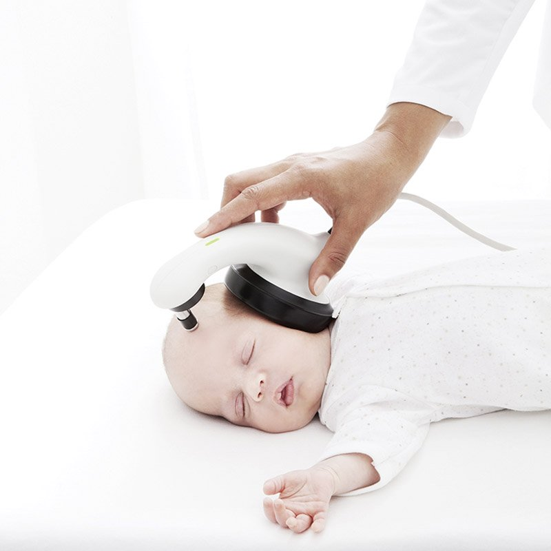Woman holding a MAICO MB 11 BERAphone to the head of a sleeping baby