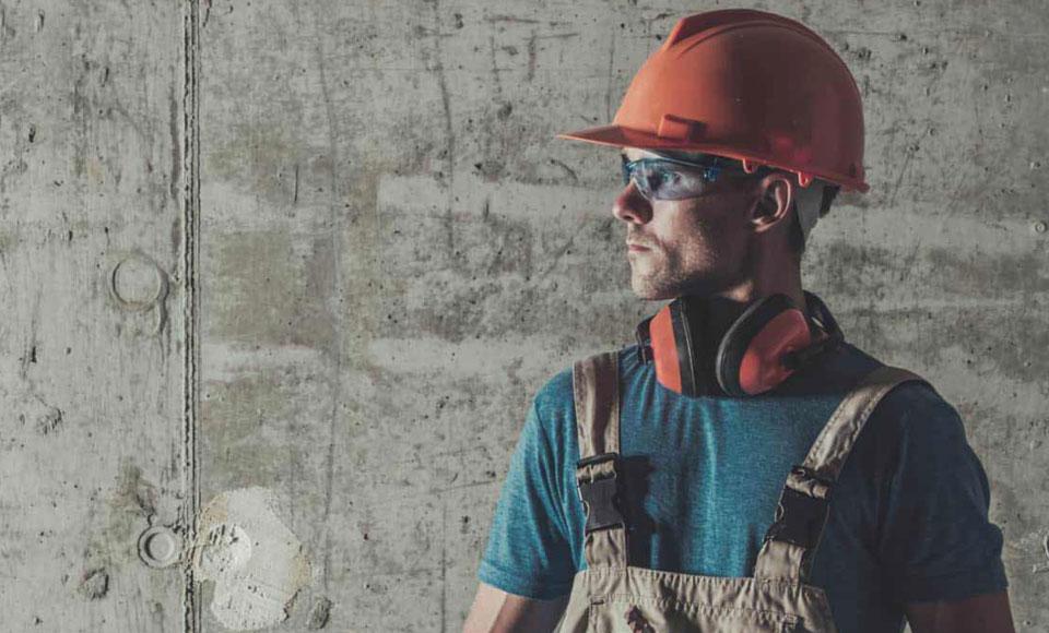trade-man-ear-protection