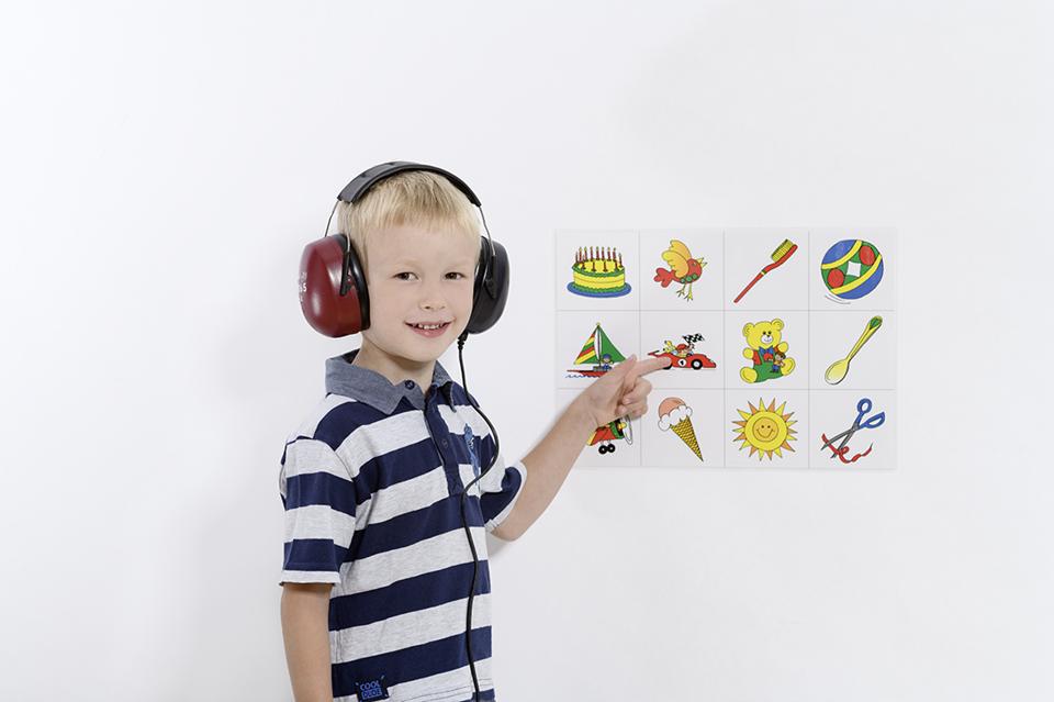 Kid doing audiometry test for speech understanding