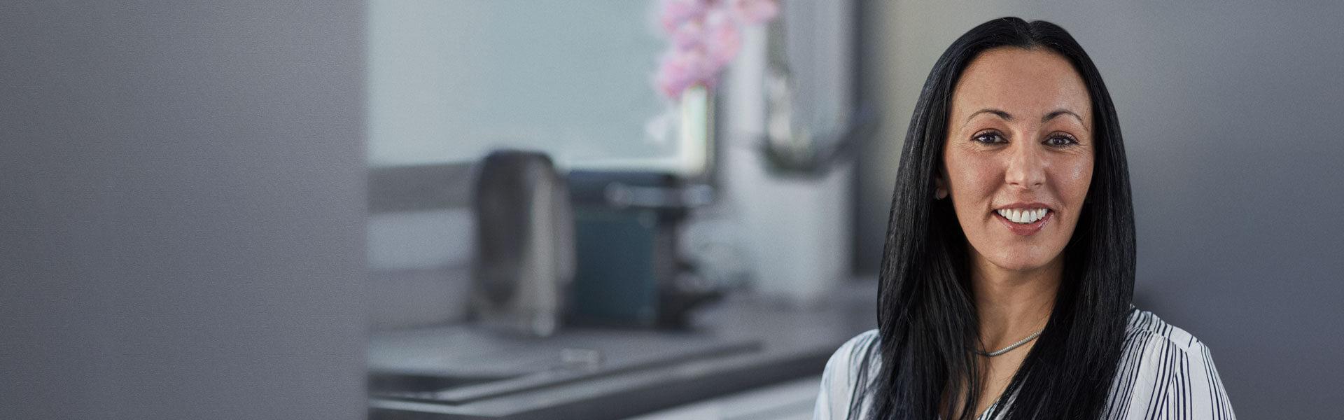 Meet Samia - an Oticon Medical cochlear implant user