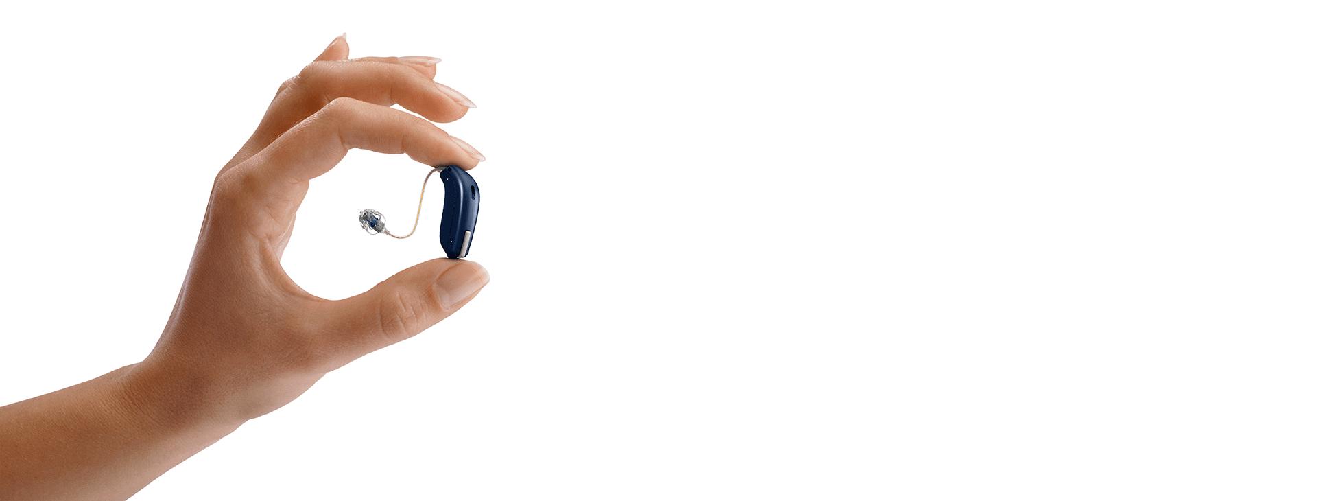 oticon opn aide auditive connectée dans main