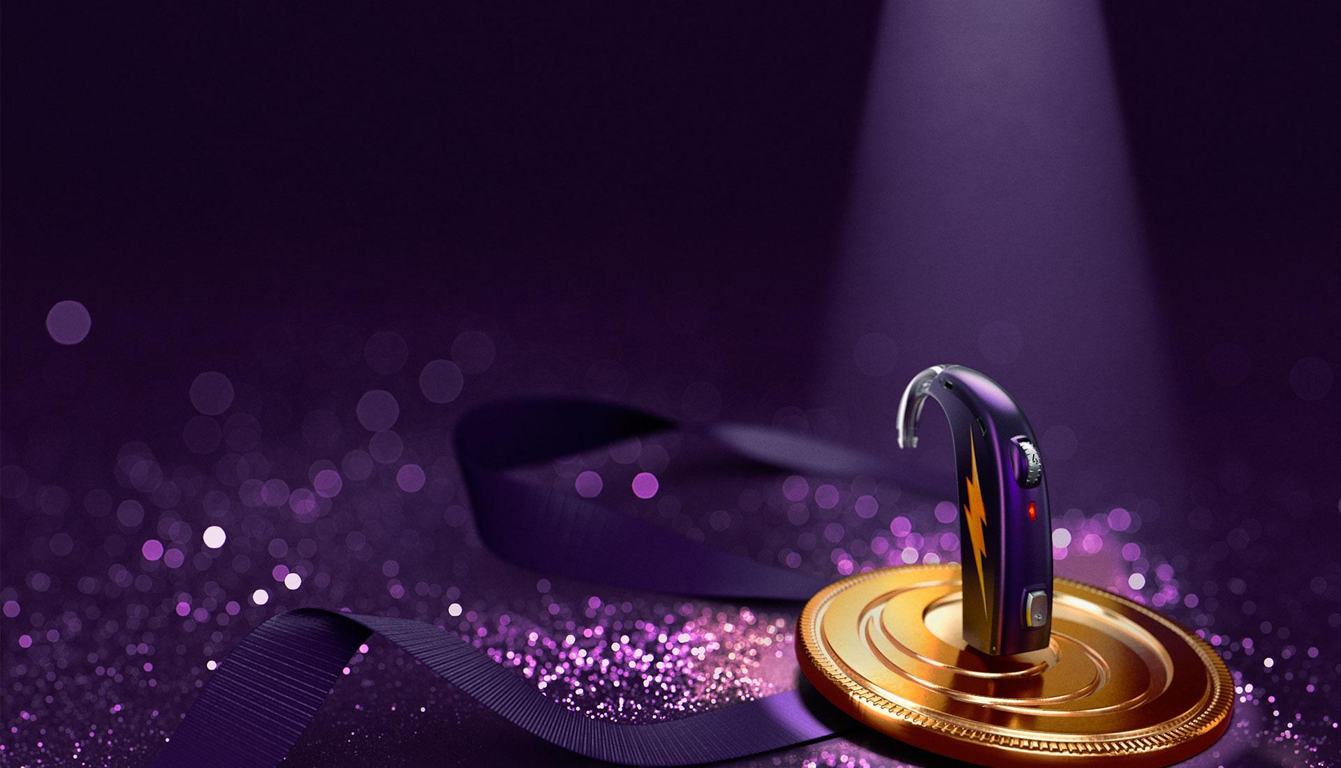 appareil auditif violet dans la lumière avec ruban et paillettes