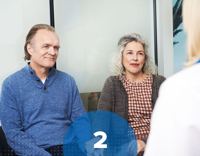 Un couple en consultation avec l'audioprothésiste