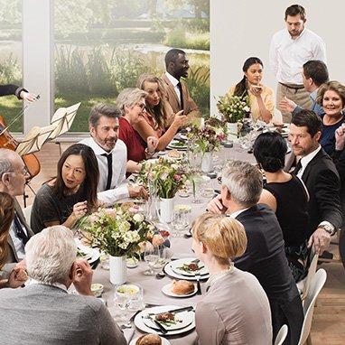 table de convives animée