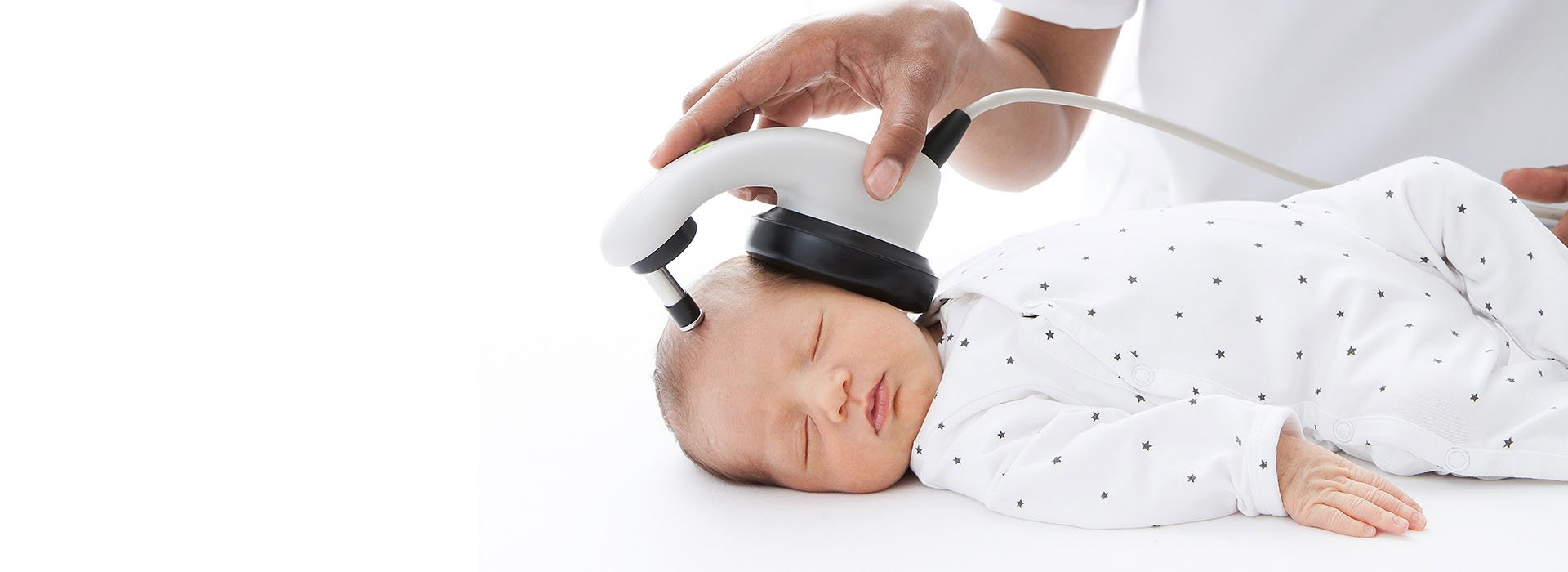 Sleeping baby is getting ts hearing tested with the MAICO easyScreen BERAphone