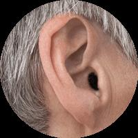 Immagine dell'orecchio con un apparecchio acustico CIC