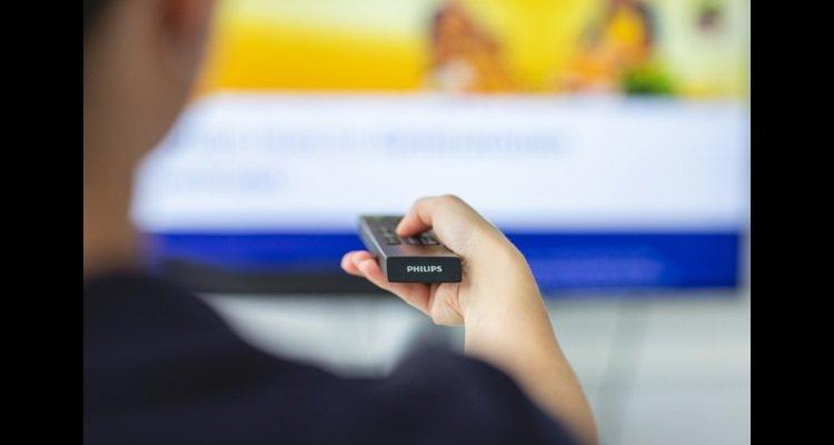 Se você precisa aumentar o volume ao assistir TV, pode ser um sinal para fazer um teste de audição.