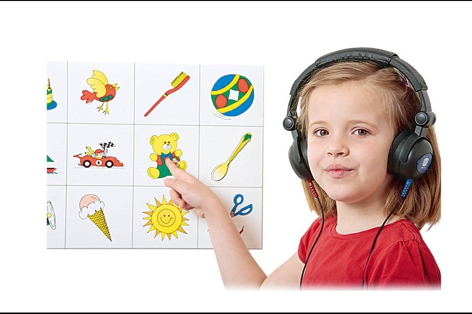 Child during audiometry testing with PILOT TEST by MAICO